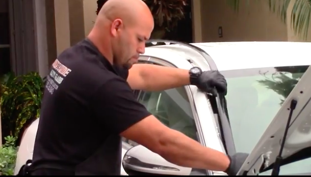 Countywide Auto Glass technician in Miami, FL